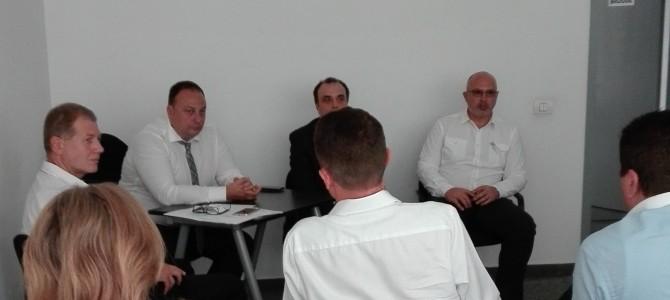 21 august: Ne-am intalnit cu dl. Cristian Cucu (CIO Guvernamental), dl. Liviu Stoica (Presedinte AADR) si dl. Mihail Cazacu (SGG) – dezbateri privind noua Agentie pentru Servicii Electronice si Cloud. Un pas inainte in directia corecta!